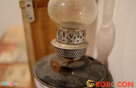 Đèn dầu sử dụng dầu hỏa để thắp sáng